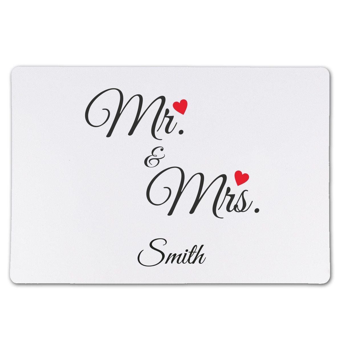"""Dækkeserviet med """"Mr. & Mrs.""""-tryk og navn"""