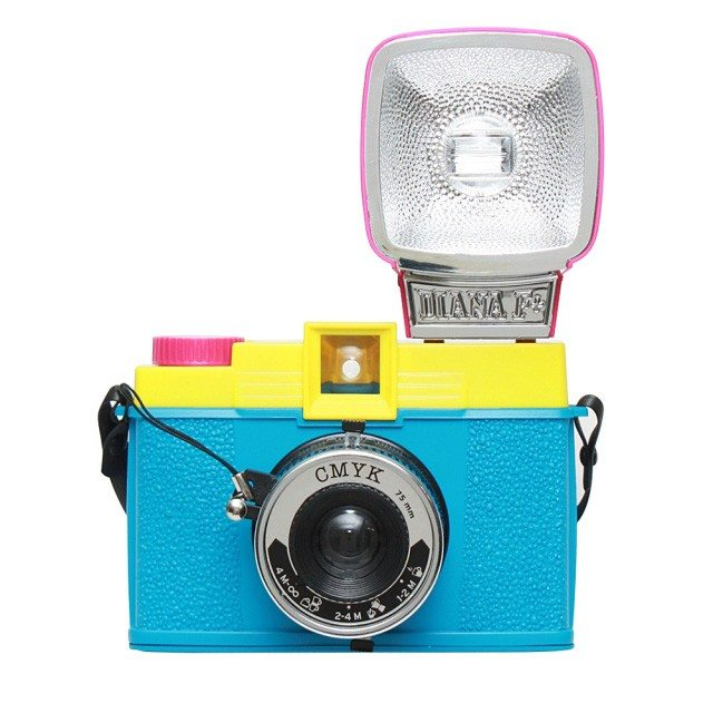 Farverigt retrokamera med blitz