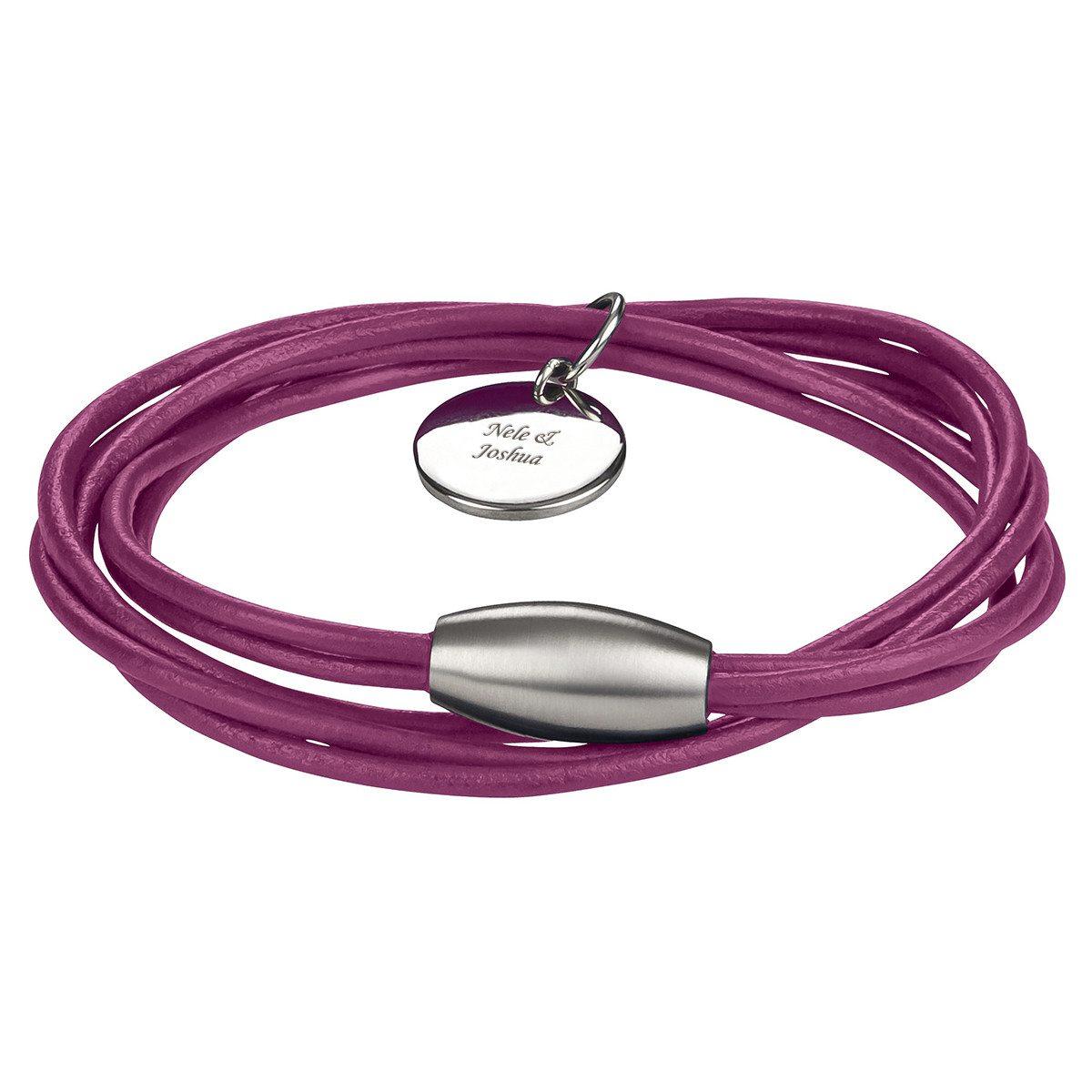 Farvet læderarmbånd med indgraveret vedhæng