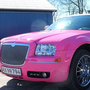 Limousinekørsel i Pink Chrysler for op til 8 personer - Midt-/Vestsjælland