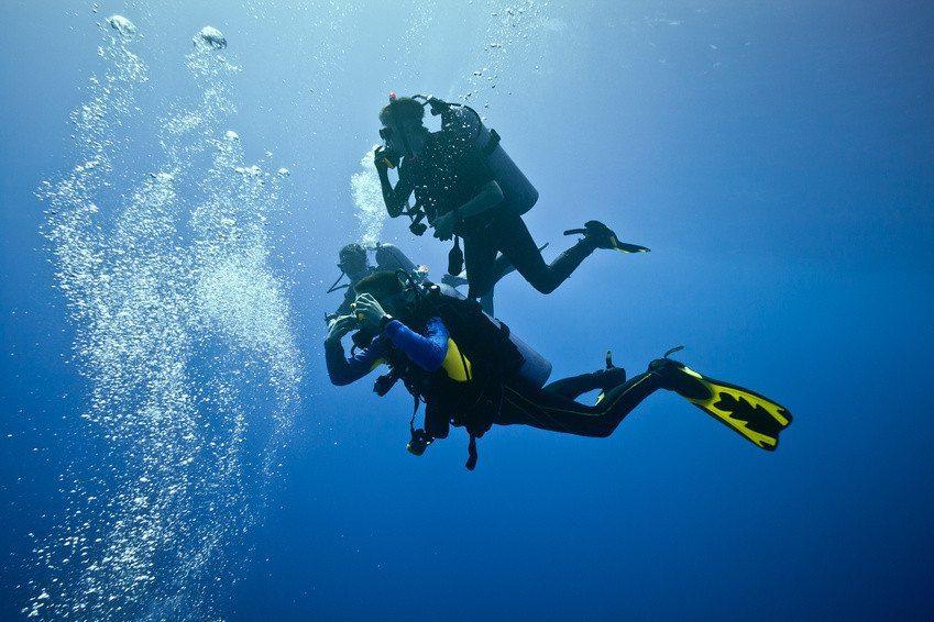 Prøvedyk i havet
