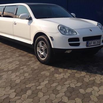 Limousinekørsel i Porsche Cayenne - Eneste i Danmark, for op til 8 personer - Nordsjælland