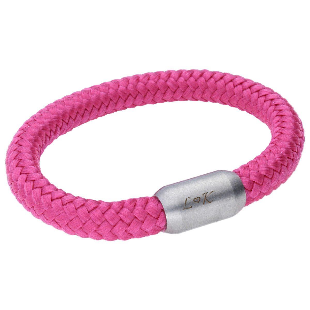 Pink armbånd med indgraveret lukning