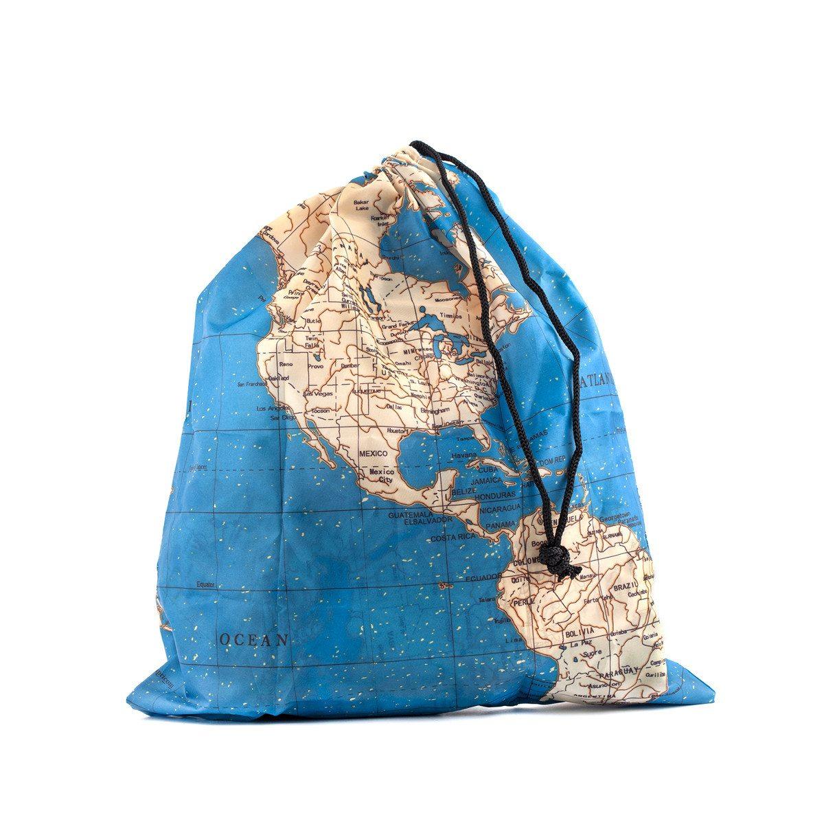 Rejsetaskesæt dekoreret med verdenskort