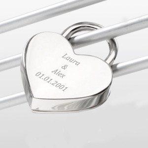Hjerteformet kærlighedslås med indgravering