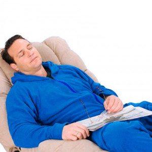 Jumpsuit-Pyjama - Mann schlafend