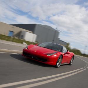 Kør Ferrari 458 - 4 omgange på bane - Silkeborg