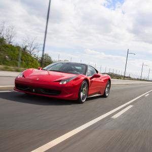 Kør Ferrari vs. Lamborghini på bane - Silkeborg