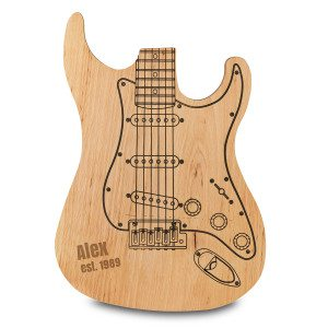 Skærebræt formet som guitar med navn